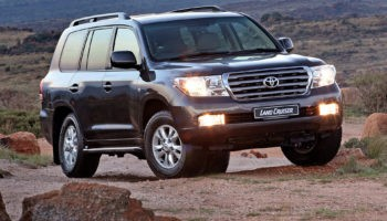 Toyota Land Cruiser 200 Зачем он нужен вообще и кто его покупает?