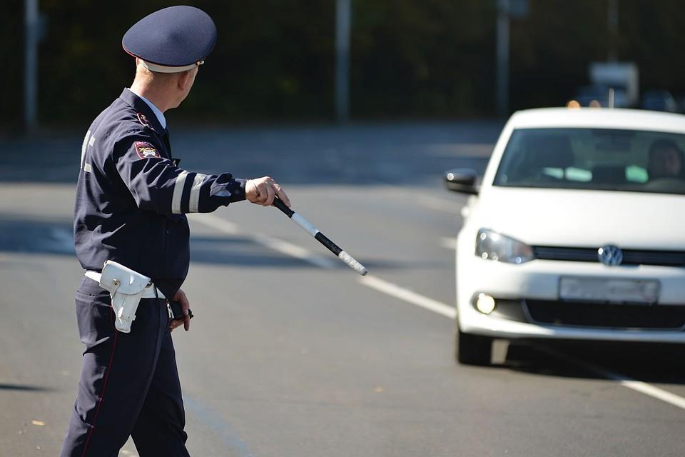 Попы зрелых остановили на дороге