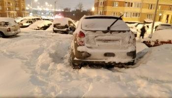 Кто должен убирать снег зимой на парковке во дворе?